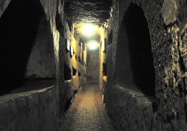 Italy-0714 - Catacombs of St. Domitilla by Dennis Jarvis is licenced by CC BY-SA 2.0