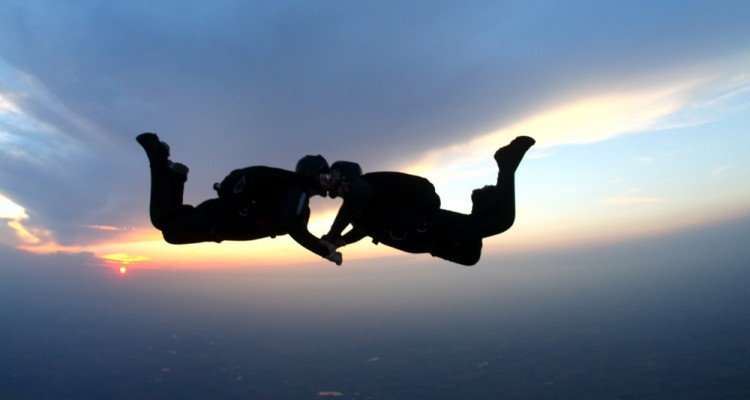 http://thumb7.shutterstock.com/display_pic_with_logo/1129364/157520141/stock-photo-skydiving-kiss-at-sunset-157520141.jpg