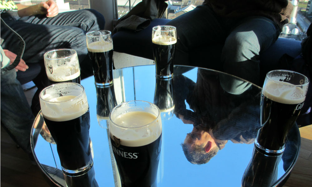 people-drinking-guinness-at-the-storehous-in-dublin