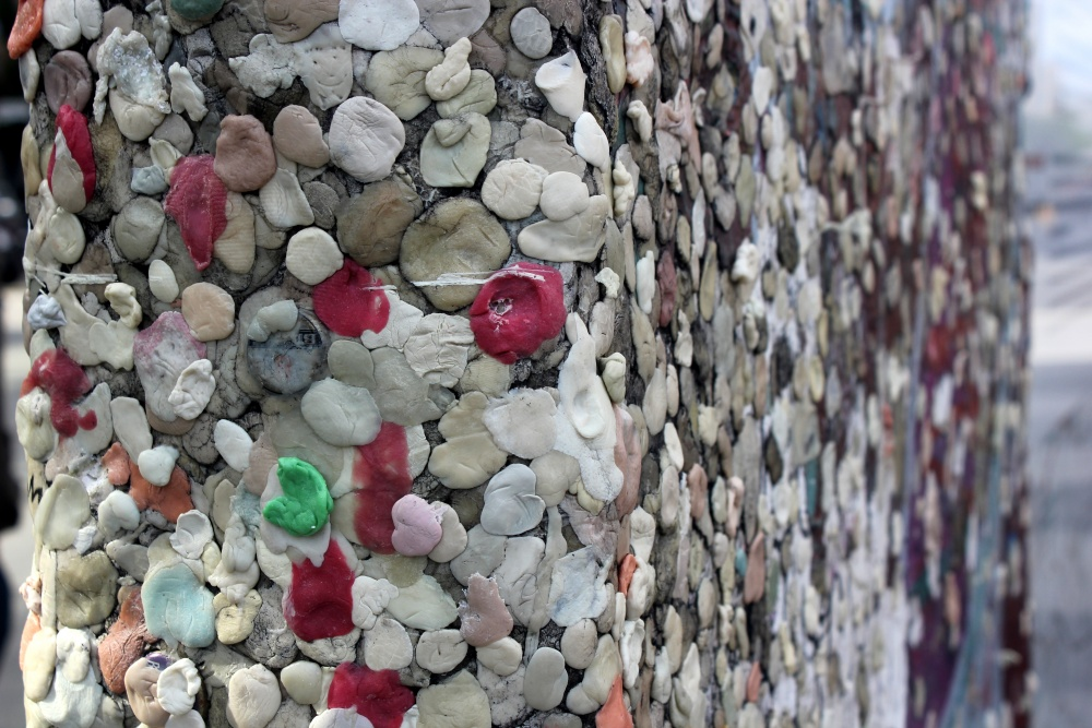 Chewing_Gum_on_Berlin_Wall_(3)