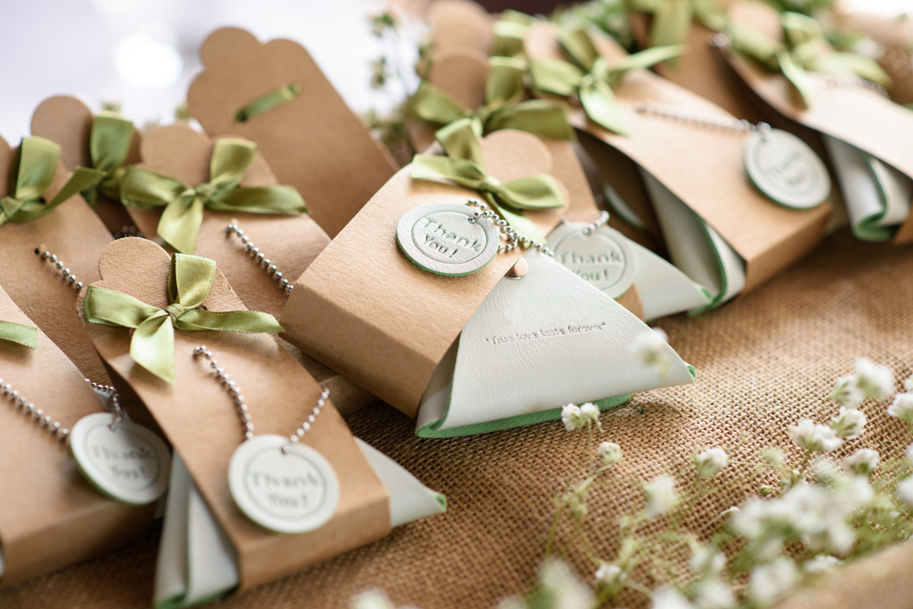 Wedding Gift Protocol Destination Wedding : ... Couple Still Register for Gifts? Do Guests Still Need to Give a Gift