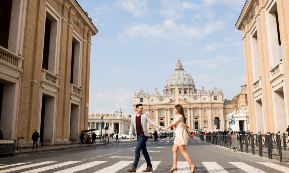 couple crossing the street in Rome