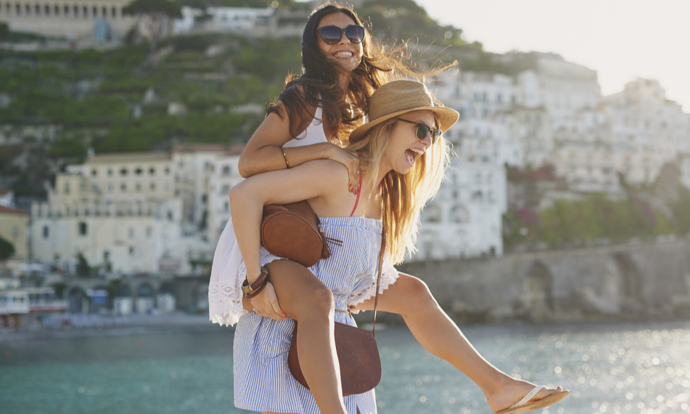 happy tourist friends having fun on summer travel adventure vacation laughing