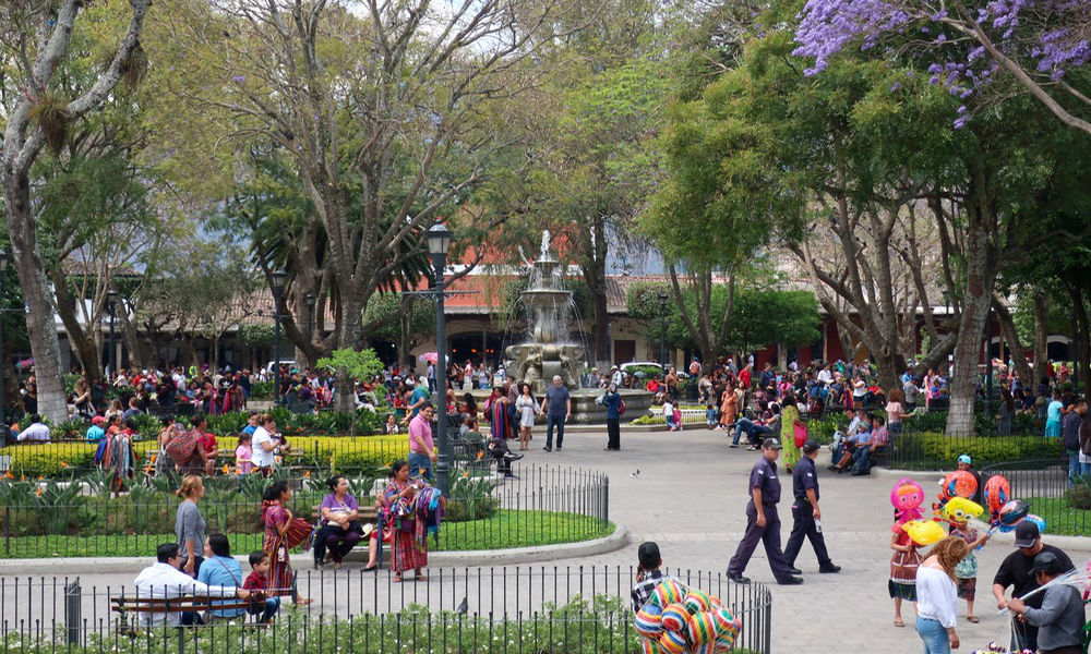 Guatemala_people in central park