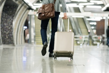 man traveling with Smart_Luggage