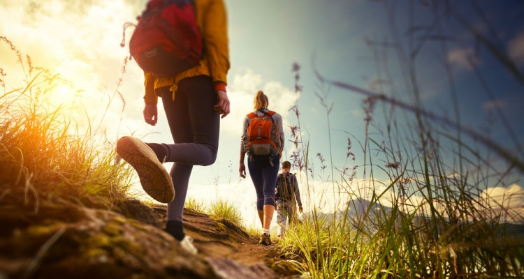 group-hikers-walking-mountains-edges