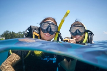 A Couple enjoying their Discovery Scuba Dive ('try diving') with Blue Marlin Gili Air