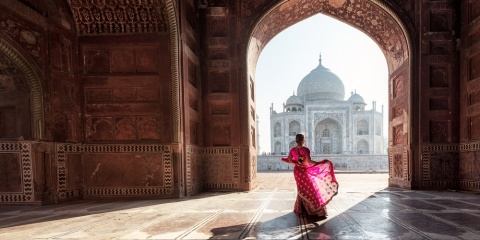 woman in front of Taj Mahal