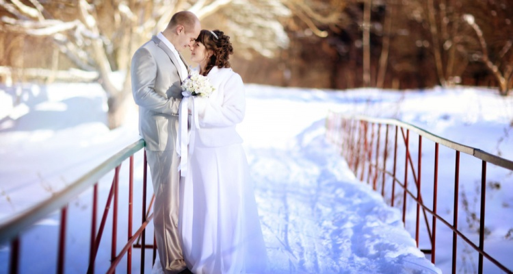 "7 Winter Wedding Ideas That Will Help You Find the Perfect Spot to Say ""I Do"": bride and groom in the winter woods"