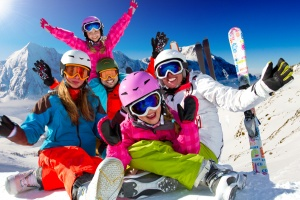 Why winter family vacations are a great idea: family enjoying winter vacations