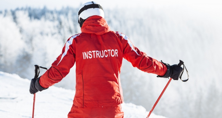 Best Places to Learn to Ski in the US: Ski instructor trains people