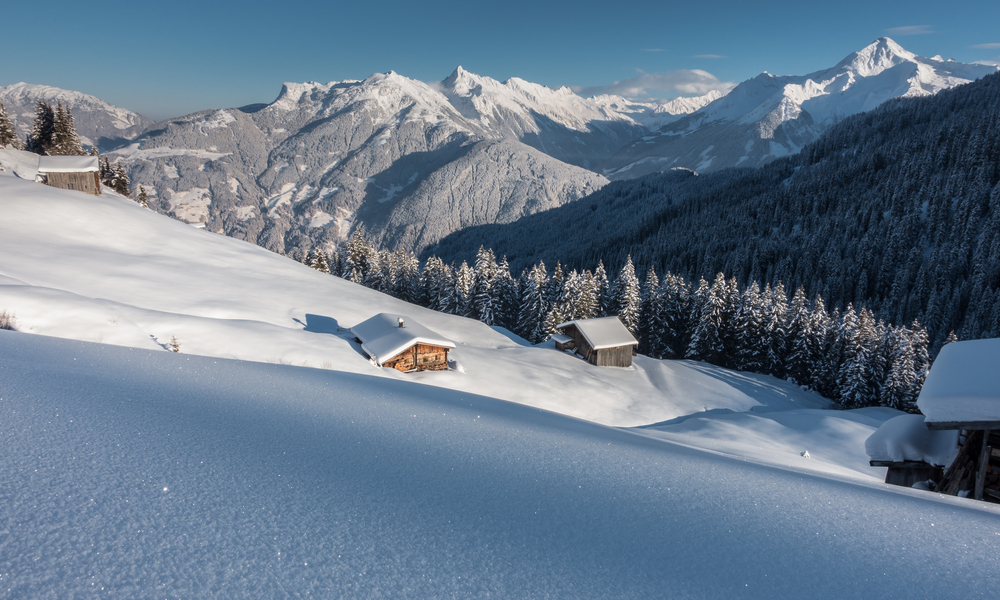 The Best Ski Towns That Also Have Beautiful Landscapes: Ski huts in the Tyrolean mountains