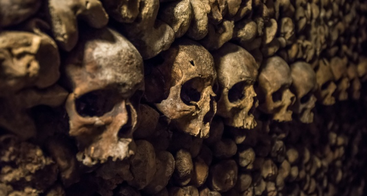 What to See in Paris If You Love the Macabre & Mysterious: Skulls and bones in Paris Catacombs