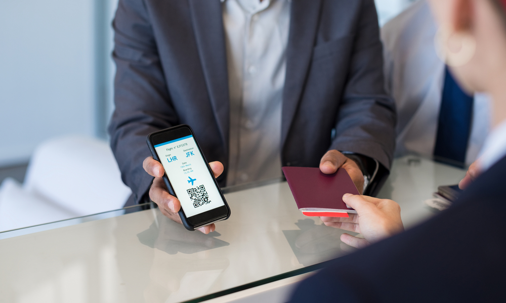 Travel agent shows traveler the benefits of online check-in