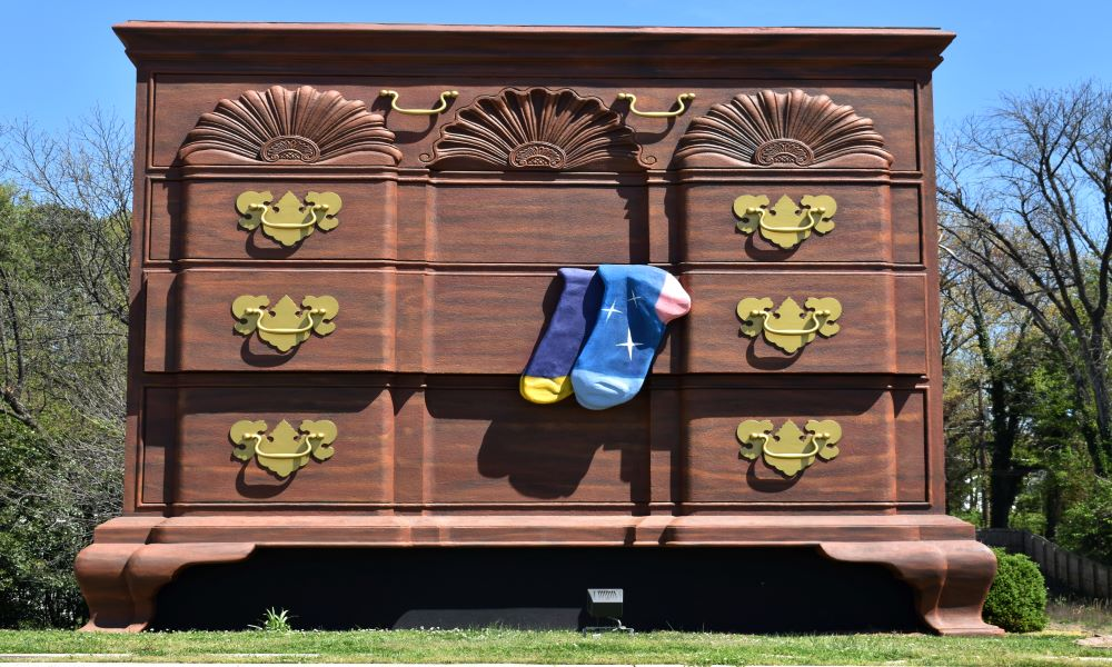 largest chest of drawers - roadside attractions