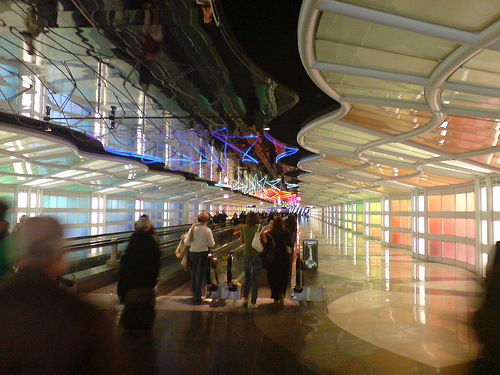 Holiday travelers at Chicago's O'Hare Airport (Picture courtesy of Flickr member diongillard)