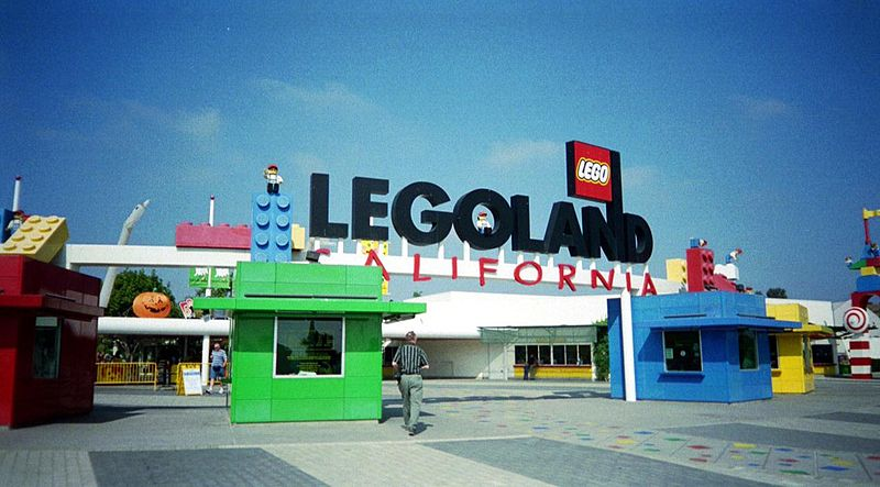 Entrance to LegoLand in California (Image: Wikimedia Commons)