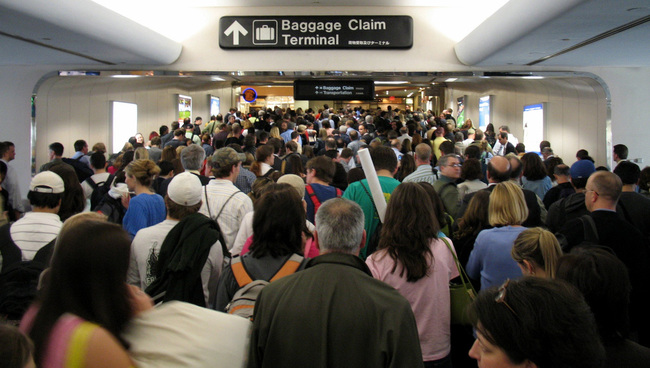 Busy airport at Thanksgiving (Image: Florida for Locals)