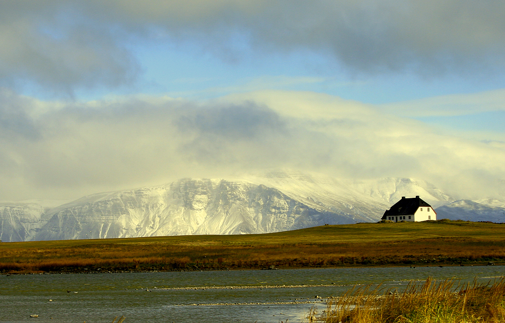 The mountain Esja seen from Lambastaðir (Reykjavik), from southwest
