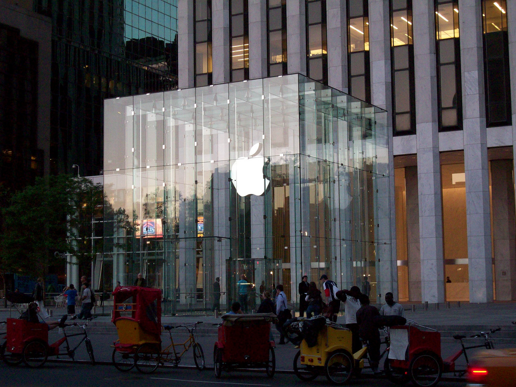 """Apple Store,"" Flickr photo credit: The_th"