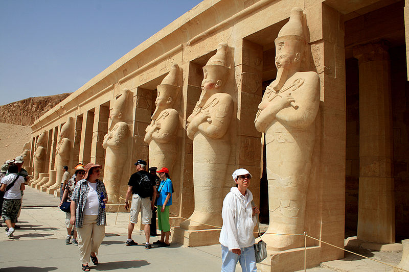 Tourists at the Temple of Hatshepsut (Image: Wikimedia)