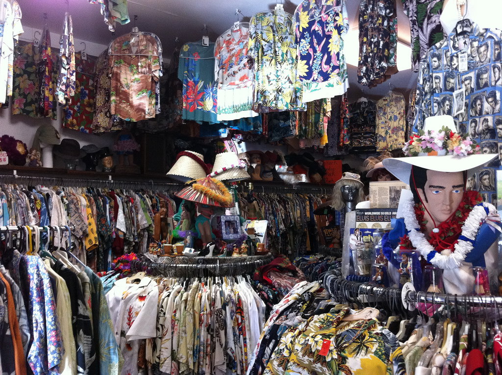 An Aloha shirt shop in Oahu (Flickr: sshreeves)
