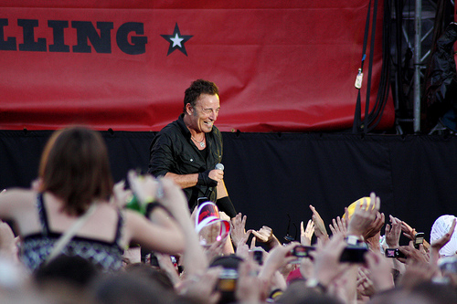 Bruce Springsteen headed to the Apollo Theater, Flickr: cable27