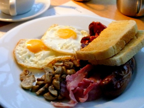 What Makes a Good English Breakfast? Flickr: interno2